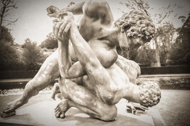 Statue prtraying Greek Wrestlers